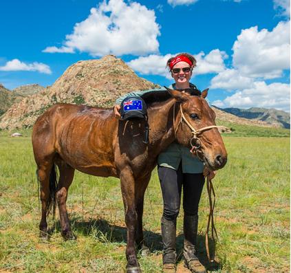 危险与激情并存——蒙古德比赛马运动图片